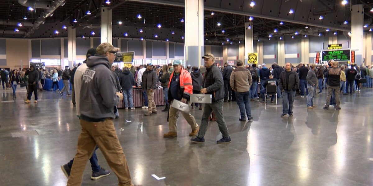 Big turnout for gun show in Savannah