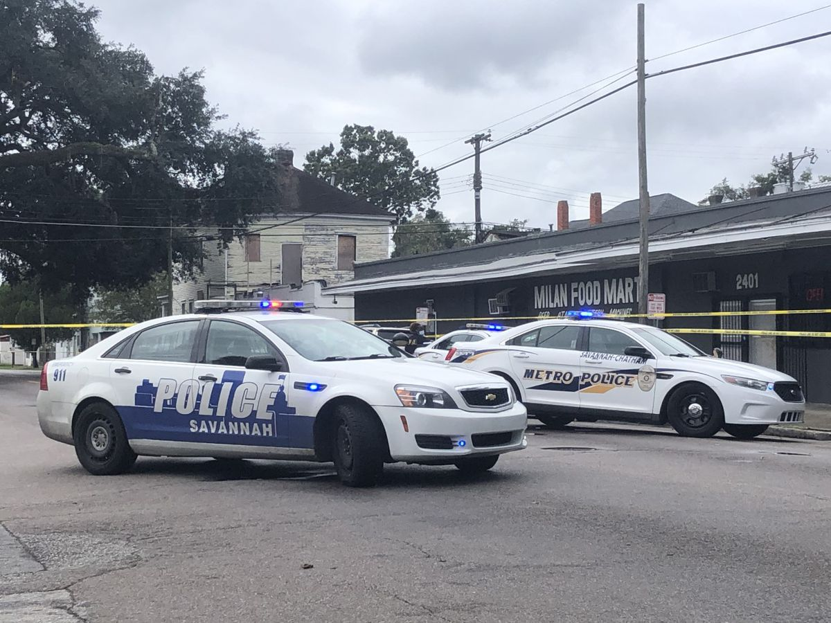 Police investigate after 1 shot at Savannah convenience store