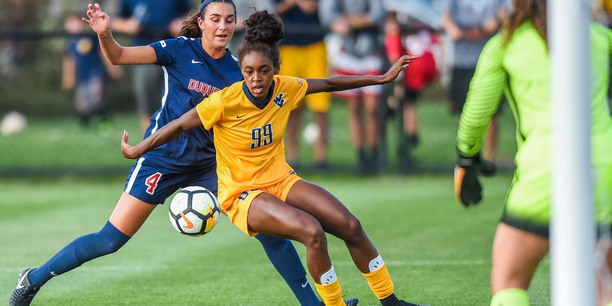 Former Richmond Hill soccer star inks professional contract
