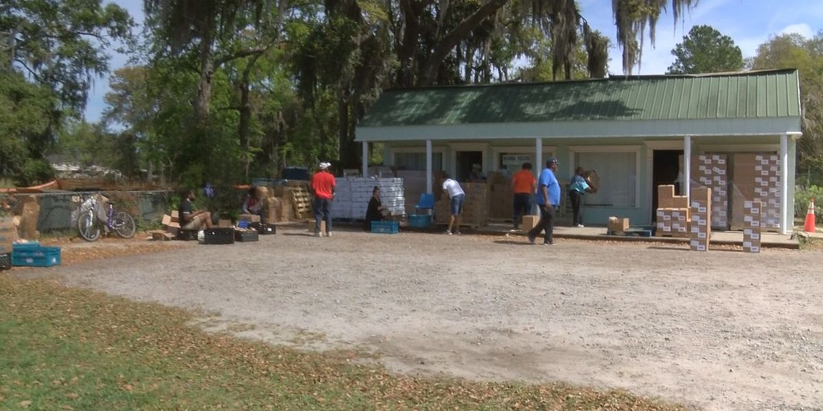 Manna House holds mobile food giveaway