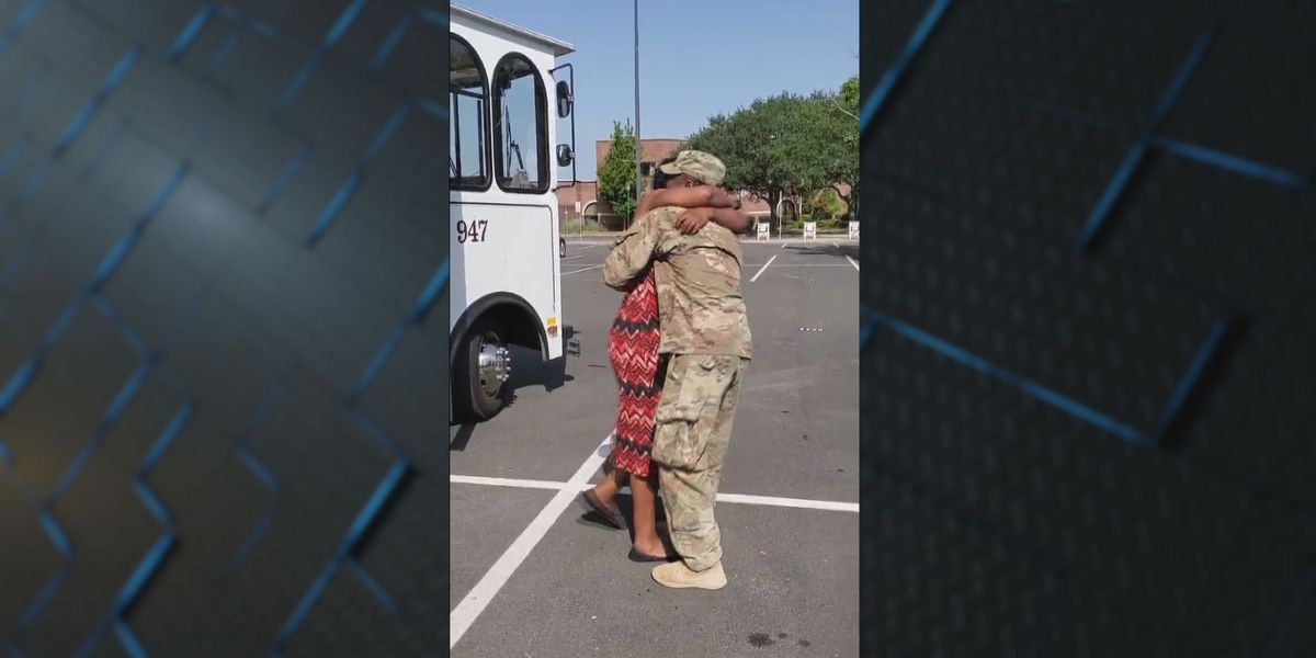 Soldier returns home, surprises mother at work in Savannah