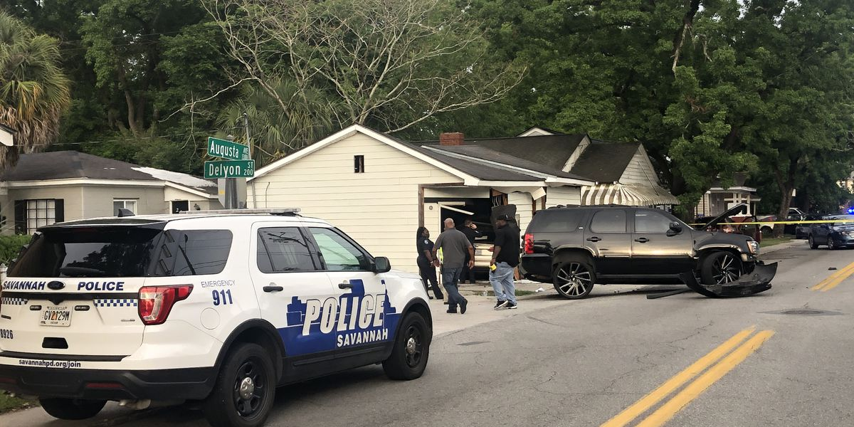 Savannah Police investigating crash at Augusta Avenue, Delyon Street